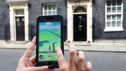 Pokemon Go è una app gratuita per iOs e Android attraverso cui scovare i mostriciattoli nella realtà circostante: al debutto oggi. Afp