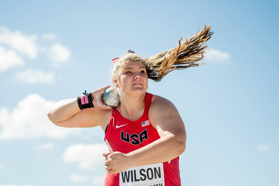La statunitense Alyssa Wilson in azione nel getto del peso (Getty Images)