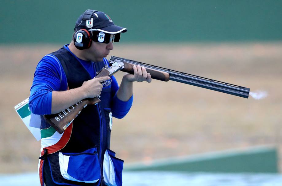 Marco Innocenti alla finale per l'oro del double trap. Getty