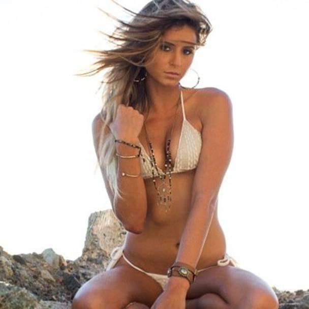 La surfista americana Anastasia Ashley Twitter)