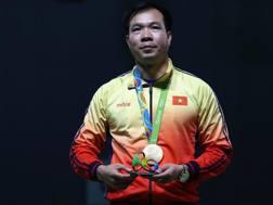 Hoang Xuan Vinh con l'oro al collo. Getty