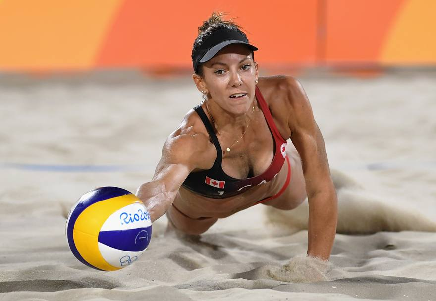 Beach volley: Jamie Lynn Broder in una fase di Italia-Canada (Getty Images)