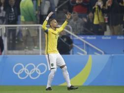 Neymar esulta dopo il gol. Ap