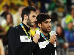 Nicolai e Lupo sul podio con la medaglia d'argento. Ansa