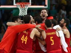 La gioia dei giocatori spagnoli dopo la conquista del bronzo. Getty