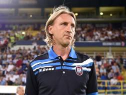 Il tecnico del Crotone Davide Nicola avrà a disposizione un difensore in più. LaPresse