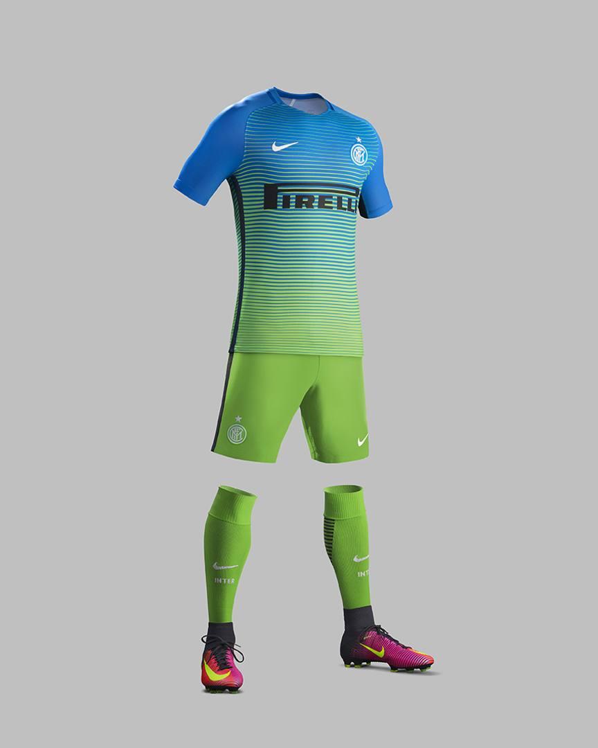 Inter e Roma: ecco la nuova terza maglia - La Gazzetta dello Sport