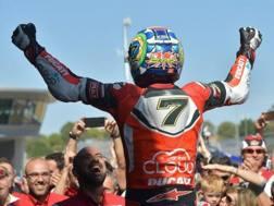 Chaz Davies esulta dopo il trionfo di Jerez