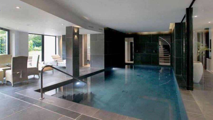 Pogba compra casa piscina coperta e stanza dei - Casa con piscina interna affitto ...