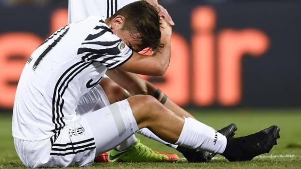 Espressione volatilità Stretto  Juve, Dybala cambia sponsor e si tinge le