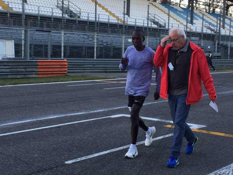 Eliud Kipchoge col manager a fine test