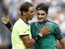 Il saluto tra Nadal e Federer. Epa