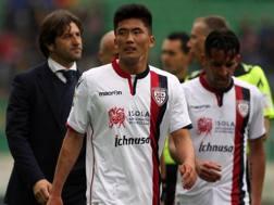 Han Song Kwang nel giorno dell'esordio in serie A, Palermo-Cagliari del 2 aprile. Ansa