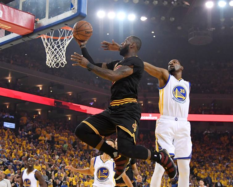 LeBron James contro Kevin Durant. Reuters