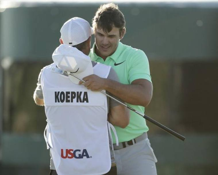 Brooks Koepka con il caddie Richard Elliott