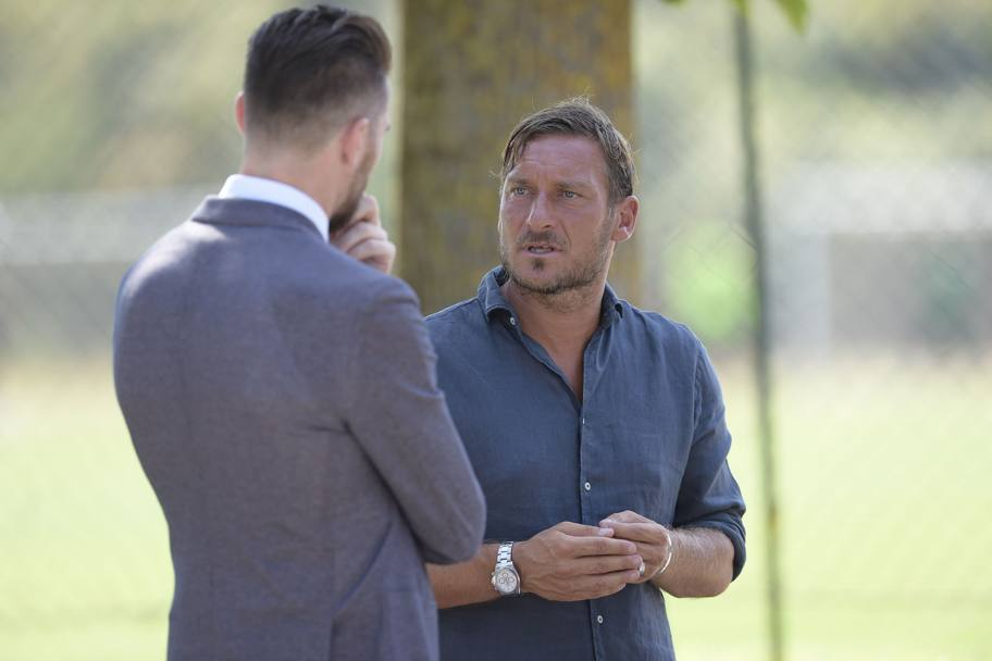 Francesco Totti con Morgan De Sanctis, team manager della Roma. Lapresse