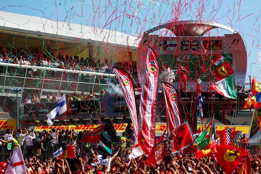 La festa dei tifosi alla fine del Gran Premio d'Italia di Formula 1 all'Autodromo di Monza. Foto: Getty.