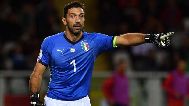 """Italia, Buffon: """"I senatori diano di più. Il"""