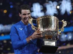 Rafael Nadal, 31 anni, con la coppa di Pechino: il 75° torneo vinto in carriera LAPRESSE