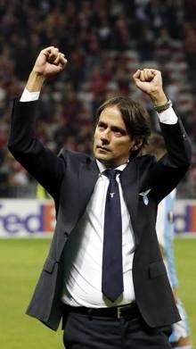 Mister Inzaghi saluta i tifosi. Epa