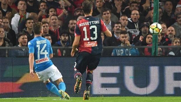 Mertens segna il gol del raddoppio. Ansa