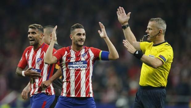 Kuipers annulla il gol di Augusto. Ap
