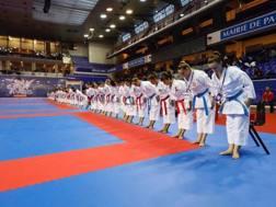 Il saluto delle atlete della specialità kata sul tatami dello Stade Pierre de Coubertin