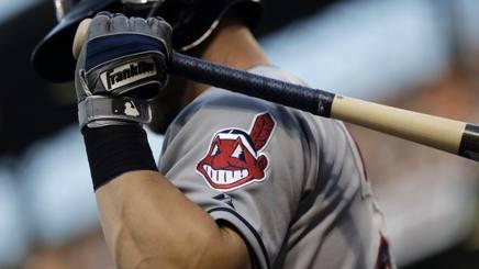 Il logo Chief Wahoo sulla divisa da gioco dei Cleveland Indians 2017 AP