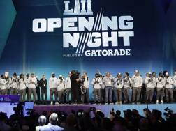 Gli Eagles sul palco dell'Opening Night. Ap