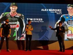 Da sin Sykes, Alex Marquez e Filippo Redaelli, dg di Total Italia