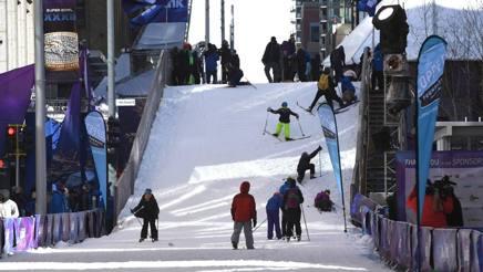 Anche una pista da sci di fondo nel festival del Super Bowl. Afp