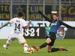 Nicolas Viola e Roberto Gagliardini durante la partita. Getty