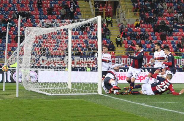 Il gol del vantaggio di Mattia Destro. Ansa
