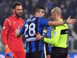 Mancini e Berisha protestano con Fabbri per il rigore concesso alla Juve. Lapresse