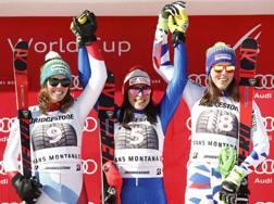 Federica Brignone sul podio di Crans Montana fra Michelle Gisin e Petra Vlhova. Ap