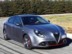 Un'Alfa Romeo Giulietta grigia