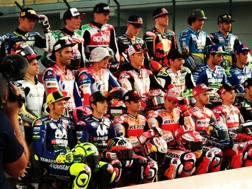 La foto di gruppo della MotoGP 2018