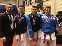 Il team azzurro di karate dopo il trionfo in finale