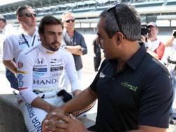 Fernando Alonso con Juan Pablo Montoya. LaPresse