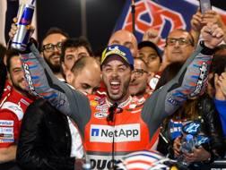 Andrea Dovizioso dopo la vittoria in Qatar. Epa