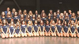 Il gruppo di cheerleaders dei Rams con Quinton e Napoleon @LARamsCheer