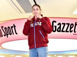 Irma Testa, 20 anni, nativa di Torre Annunziata, durante la visita alla redazione della Gazzetta BOZZANI