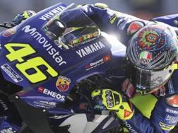 Valentino Rossi in azione sulla sua Yamaha. Epa