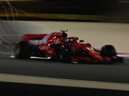 Kimi Raikkonen sfreccia in Bahrain. Getty