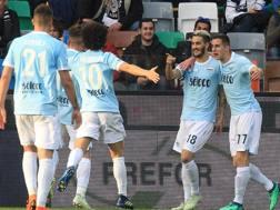 L'esultanza dei giocatori della Lazio. Ansa