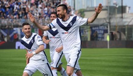 L'esultanza dei giocatori del Brescia. LaPresse