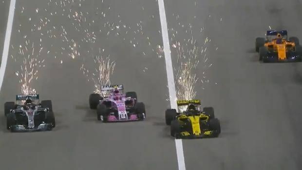 A sinistra Hamilton che passa tre avversari