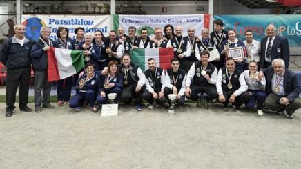San Giacomo: foto di gruppo per gli atleti che hanno vinto il tricolori uomini e donne
