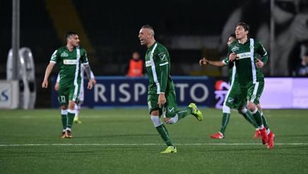 Castaldo esulta dopo aver segnato al Perugia.