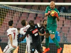 Pepe ina zione contro il Milan nella gara dell'andata.
